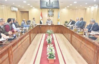 محافظ أسيوط يترأس اجتماع مناقشة الموقف التنفيذي لمشروع كوبري منقباد العلوي | صور
