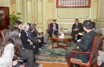 رئيس جامعة عين شمس يستقبل وفدا من الأساتذة بقسمي اللغة الصينية والكورية بكلية الألسن