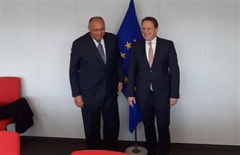وزير الخارجية يستقبل المفوض الأوروبي لسياسة الجوار ببروكسل