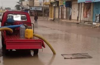 سحب مياه الأمطار من الطرق والشوارع بمدينتي الحمام والعلمين   صور