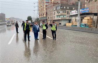 مساعد وزير الداخلية ومدير الإدارة العامة للمرور يتفقدان الطرق | صور