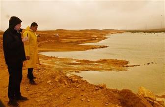 تفقد سدود وبرك التخزين بمشروع الغابة الشجرية.. وزير الإسكان يواصل متابعته لأعمال سحب مياه الأمطار| صور