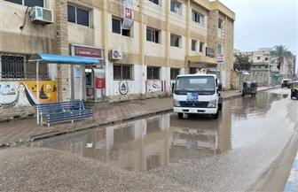 تمركز معدات ونشر سيارات شفط المياه في شوارع الإسماعيلية تحسبا لسقوط الأمطار