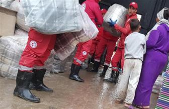 الهلال الأحمر المصرى يوزع  بطاطين ومساعدات غذائية على أهالى منطقة الزرايب لمواجهة موجة الطقس   صور