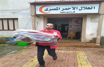فرق الهلال الأحمر ببورسعيد توزع البطاطين على المشردين لمواجهة الطقس السيئ | صور