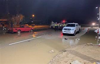 محافظ الفيوم يوجه بالدفع بـ 10 سيارات لكسح مياه الأمطار من طريق (الفيوم – القاهرة) | صور