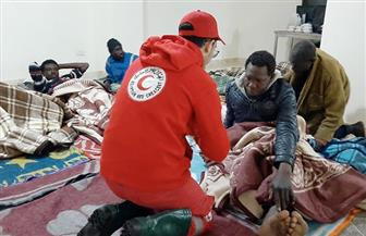 «الهلال الأحمر» ينقذ 37 من اللاجئين الأفارقة | صور
