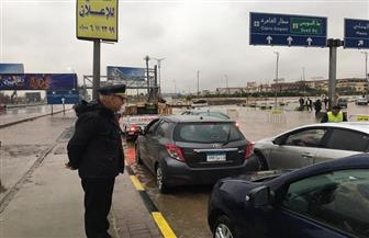 لليوم الرابع على التوالي.. رجال «المرور» يواصلون جهودهم بالشوارع تيسيرا على المواطنين