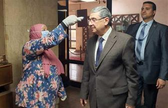 وزير الكهرباء يخضع لفحص طبي كإجراء احترازي للوقاية من كورونا | صور