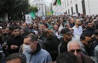 الشارع الجزائري ينتفض لمواجهة الكورونا.. وإقبال كبير على شراء المواد الغذائية