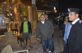 محافظ البحر الأحمر يقود حملة ليلية على الصيدليات والمقاهي| صور