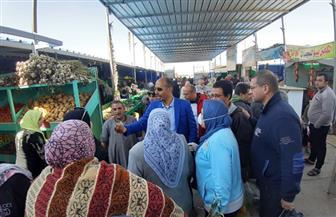 رئيس جهاز الشروق يشارك فى حملة لضبط أسعار السلع الغذائية بالمدينة| صور