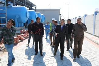 محافظ شمال سيناء يتفقد محطة تحلية المياه بالعريش| صور