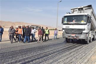 سعد يتفقد الموقف التنفيذي لرصف طريقي كوبري الواسطى ومدينة أسيوط الجديدة   صور