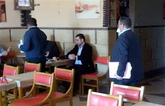 حملة بيئية بالبحر الأحمر لمتابعة النظافة العامة والتزام المقاهي بمنع تقديم خدمة الشيشة | صور
