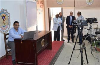رئيس جامعة سوهاج يتابع إعداد المناهج الدراسة بكلية الصيدلة استعدادا لبثها | صور