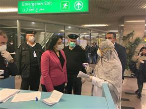 نائبة وزير السياحة تقوم بجولة تفقدية بمطار القاهرة الدولي للاطمئنان على صحة العاملين | صور