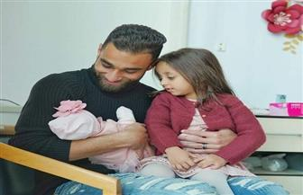 عمرو السولية يستقبل مولودته الجديدة «صوفيا»