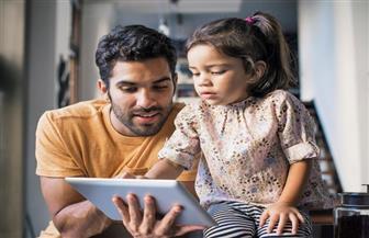 دراسة استقصائية: الآباء يقضون وقتا قصيرا مع الأطفال لمشاركتهم الفنون والحرف اليدوية في سنغافورة
