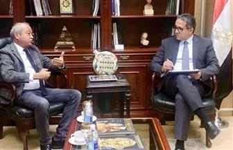 وزير السياحة والآثار يستقبل ساويرس لمناقشة مشروع تطوير منطقة أهرامات الجيزة   صور