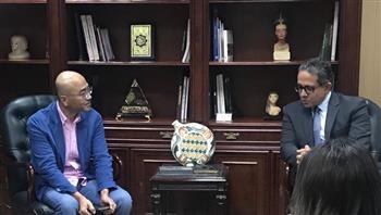 وزير السياحة والآثار يستقبل رئيس شركة سامسونج للإلكترونيات بمصر  صور