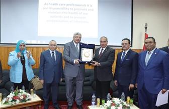 وزير الصحة الأسبق يحاضر بالصالون العلمي لجامعة الأزهر حول الوقاية من الفيروسات