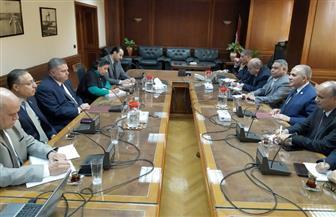 وزير الري يبحث مع نظيره لقطاع الأعمال وضع خطة زمنية لمعالجة مياه الصرف الصناعي| صور