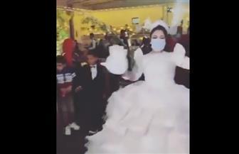 الاستهتار يؤدي إلى الكوارث.. حفل زفاف يتحدى كورونا بالكمامات | فيديو