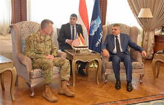 رئيس هيئة قناة السويس يلتقي الملحق العسكري الأمريكي لبحث التعاون | صور