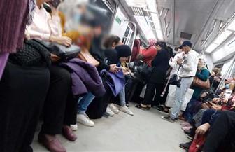 داخل مترو الأنفاق.. مواطنون يكافحون فيروس كورونا.. والباعة الجائلين مصدر الخطر   صور