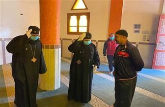 كاهنا كنيسة يعقمان المساجد والكنائس لمواجهة كورونا