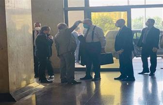 وزير الخارجية يخضع للكشف بجهاز الحرارة قبل دخوله مكتبه ضمن إجراءات مواجهة كورونا