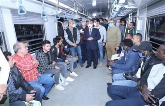 قبل بدء الحظر بساعة ونصف.. وزير النقل يتابع حركة تشغيل القطارات وعدم تكدس الركاب| صور
