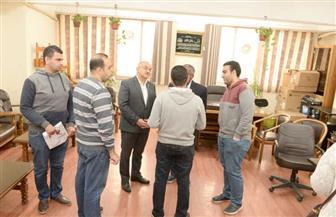 رئيس جامعة أسيوط يلتقي عددا من شباب الأطباء قبل توجههم للعمل في مستشفى العزل بإسنا | صور