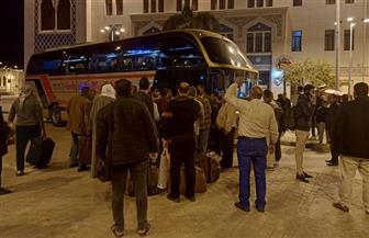 وزير النقل يتابع نقل ركاب قطاري 983 و981 القادمين من أسوان إلى القاهرة بأتوبيسات السوبرجيت | صور