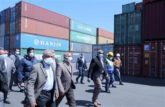 وزير النقل: الموانئ البحرية تعمل على مدار 24 ساعة.. وانتظام تام لحركة الصادرات والواردات | صور