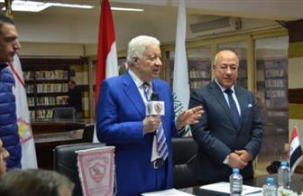 مرتضى منصور يجتمع بلاعبي الزمالك قبل مواجهة الترجي التونسي
