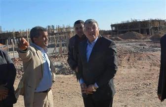 محافظ المنيا يتفقد الأعمال الإنشائية بمدينة ملوي الجديدة