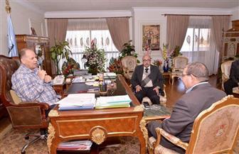 محافظ أسيوط يلتقي وكيل وزارة الصحة ويشدد على سد العجز في الأطباء| صور