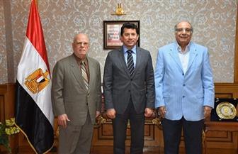 وزير الشباب يبحث مع «البيطار» و«بطيشة» تطوير إذاعة شباب مصر | صور