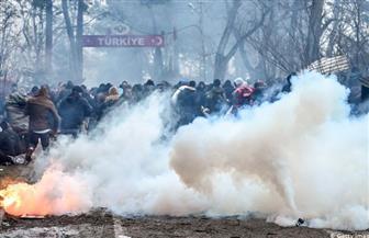 الشرطة اليونانية تطلق الغاز المسيل للدموع على مهاجرين عند الحدود مع تركيا
