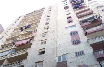إخلاء عقار في باكوس بالإسكندرية بعد ميله | صور