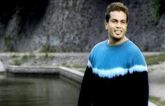 """لقطات وكواليس حصرية لعمرو دياب بمناسبة مرور ٢٠ عاما على """"تملي معاك"""""""