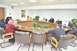 محافظ أسيوط يلتقي مواطنين من ذوي الإعاقة.. ويوجه بتقديم الخدمات الصحية