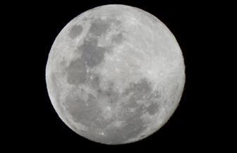 «خبيرة فضاء»: البشر يمكن أن يعيشوا على القمر في غضون 10 سنوات