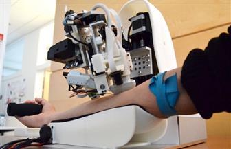 وداعا للحقن.. روبوت جديد لسحب الدم من المرضى والسوائل في الوريد