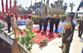 محافظ أسيوط يضع إكليل الزهور على النصب التذكاري في احتفالات يوم الشهيد| صور