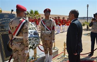 محافظ الإسماعيلية يضع أكاليل الزهور على النصب التذكاري لشهداء الجيش | صور