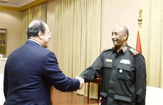 اللواء عباس كامل ينقل للبرهان تحيات الرئيس السيسي وتضامن مصر مع السودان في مواجهة الإرهاب| صور