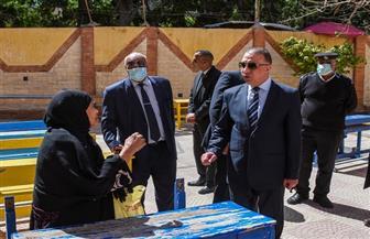 انتظام صرف المعاشات في 31 مدرسة بالإسكندرية | صور